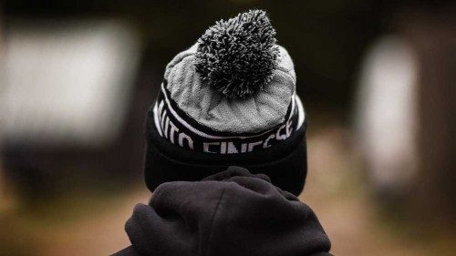Bobble Knitted Beanie (Grau)